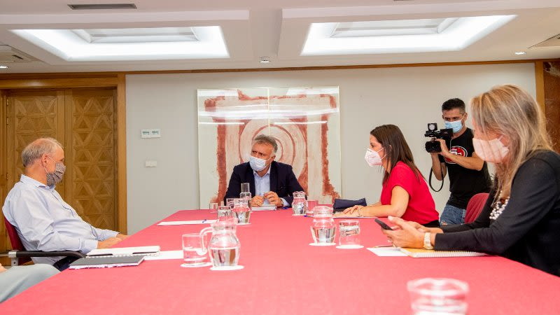 canary islands government met with tui ceo
