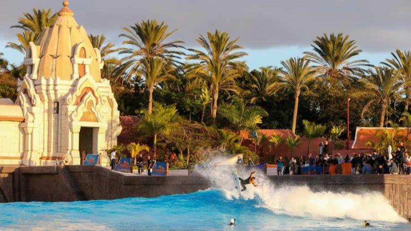 Siam park surf competition