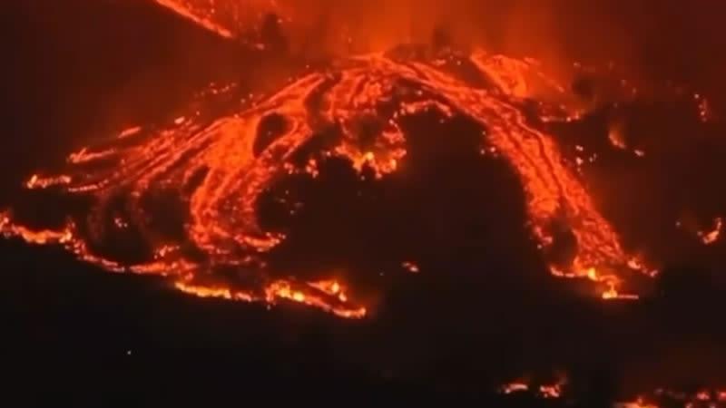 nighttime lava on palma volcano eruption 2021