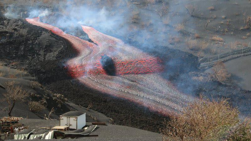lava flow eruption la palma cumbre vieja
